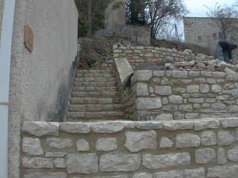 Escalier dans mur de soutènement